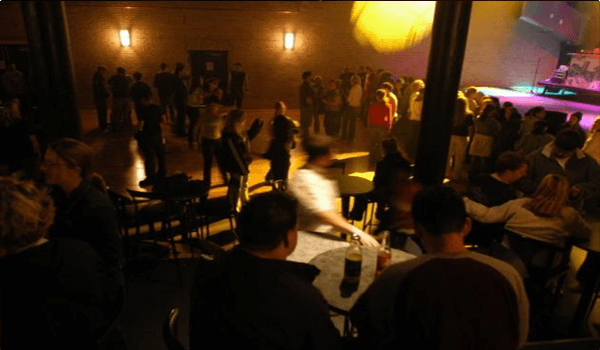 district-club-in-warehouse