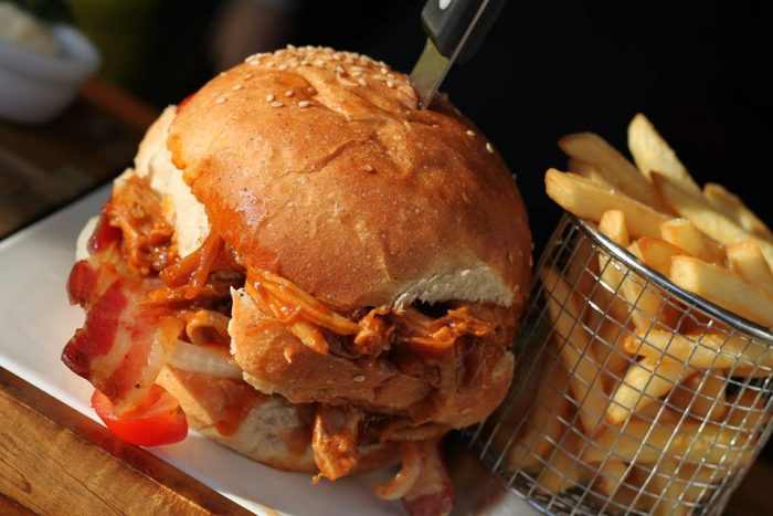 manzo pulled pork burger